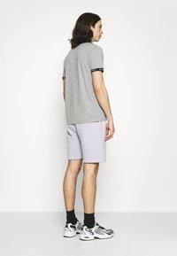 CLOSURE London - LOGO EMBLEM  - Shorts - lilac - 2