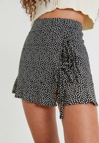 PULL&BEAR - MIT BLUMENPRINT - Áčková sukně - mottled black - 3