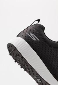 Skechers Performance - ELITE 4 - Golfové boty - black/white - 5