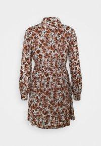 Pieces Petite - PCFRIDINEN DRESS - Shirt dress - mocha bisque - 6