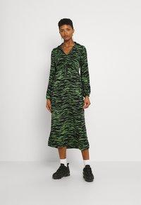 Vero Moda - VMMELLA COLLAR DRESS - Maxi dress - black - 0