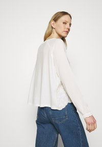 Rich & Royal - LONGSLEEVE WITH BROIDERIE ANGLAISE - Blouse - pearl white - 2