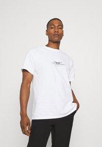 Mennace - COLLABORATION REGULAR - Print T-shirt - off white - 2