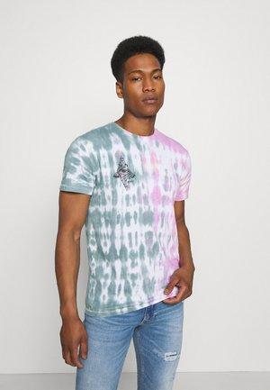 BOHEMIAN - Print T-shirt - green/red