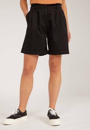 BERMUDAA - Shorts - black