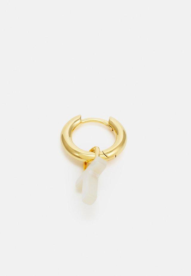 LUCID LETTER HUGGIE T - Oorbellen - gold-coloured