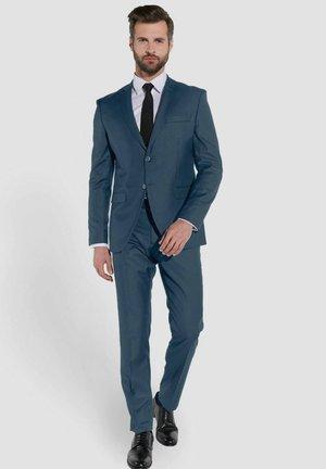 Suit - blaugrau