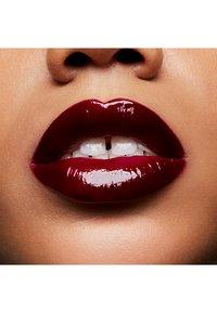 MAC - PATENT PAINT LIP LAQUER - Lip gloss - polished prize - 3