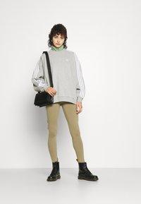 adidas Originals - TREFOIL ORIGINALS ADICOLOR LEGGINGS COMPRESSION - Leggings - Trousers - orbit green - 4