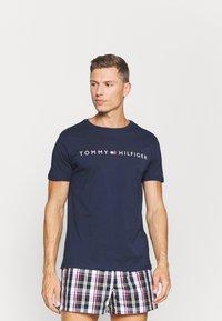 Tommy Hilfiger - TEE LOGO - Pyjamashirt - blue - 0