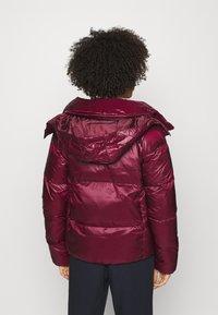 NAF NAF - BONUS - Down jacket - raisin - 3