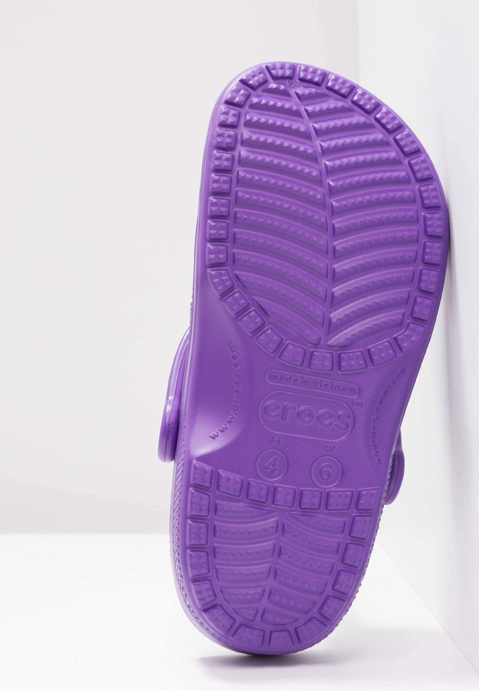 Crocs CLASSIC Hausschuh neon purple/lila