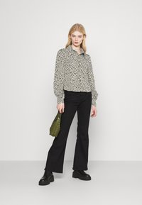 Monki - NALA BLOUSE - Button-down blouse - black dark minibloom dark - 1