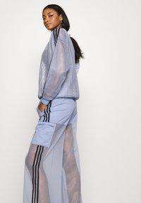 adidas Originals - SPORTS INSPIRED JOGGER PANTS - Teplákové kalhoty - chalk blue - 3