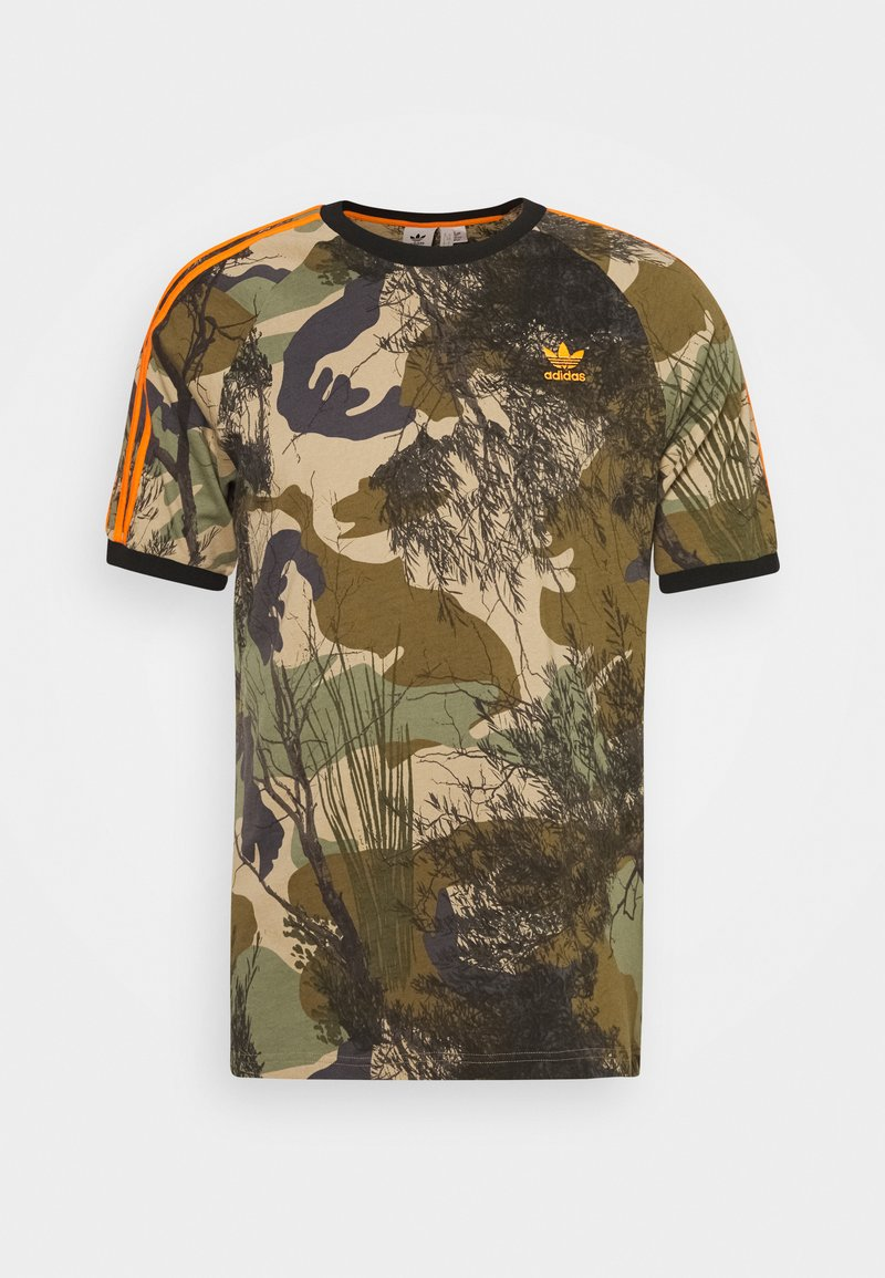 adidas Originals - CAMO TEE - T-shirt z nadrukiem - hemp/brooxi/eargrn/