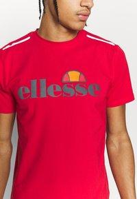 Ellesse - CELLA  - Triko spotiskem - red - 4
