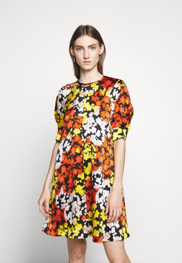 HISANO MINI DRESS - Vapaa-ajan mekko - yellow ochre