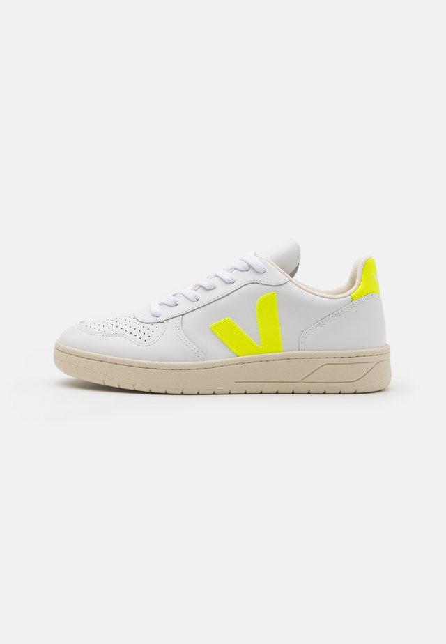 V-10 - Baskets basses - extra white/jaune fluo