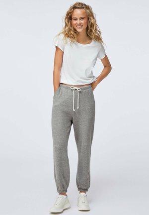 MIT VERSTÄRKTEN ABSCHLÜSSEN  - Pantalon de survêtement - light grey
