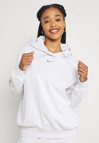 Nike Sportswear - HOODIE - Sudadera - platinum tint/white - 3