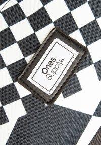 Ones Supply Co. - Reppu - black/white - 3