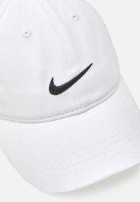 Nike Sportswear - NAB BOYS - Lippalakki - white - 3
