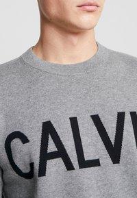 Calvin Klein Jeans - SWEATER - Svetr - grey heather/black - 4