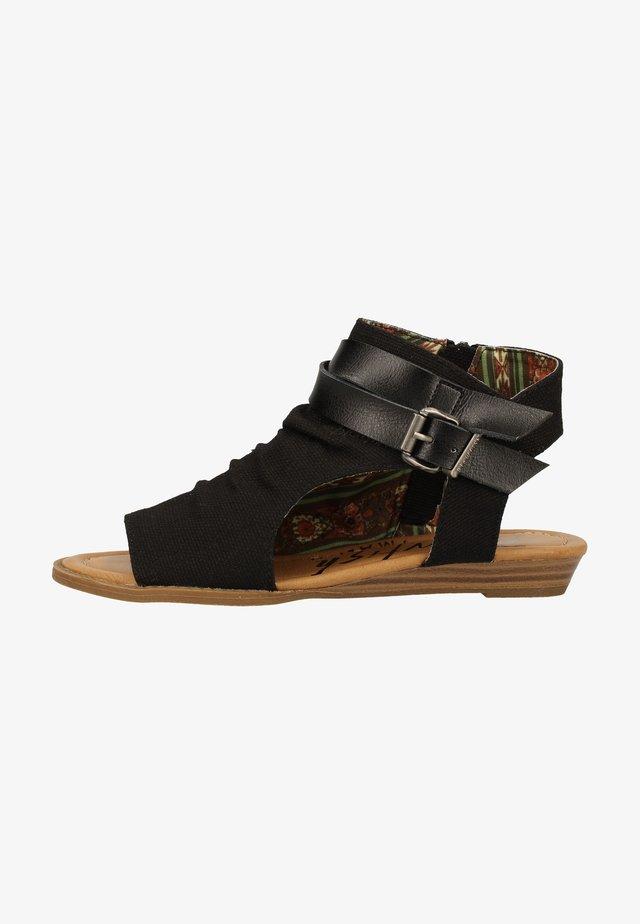 Sandals - solid black