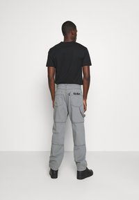 Kickers Classics - DRILL TROUSERS WITH TOPSTITCH - Pantaloni - monument - 2