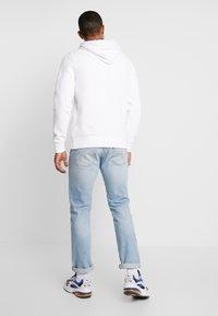 Hollister Co. - CENTERBOX LOGO - Jersey con capucha - white - 2
