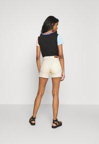 ONLY - ONLBLUSH - Shorts di jeans - ecru - 2