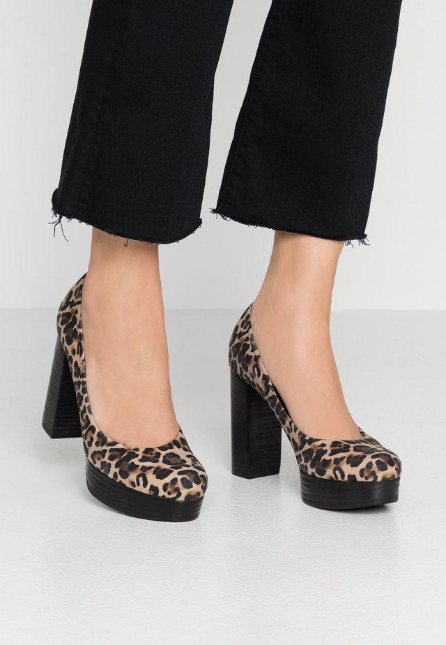 AMINA - Zapatos altos - camel