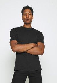 Newport Bay Sailing Club - 5 PACK - T-shirts basic - black/white/grey marl/khaki/navy - 3