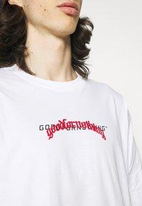 Good For Nothing - OVERSIZED DOUBLE BRANDNG - Triko spotiskem - white - 4