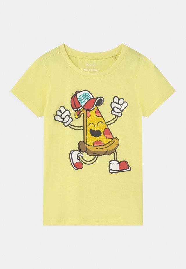 SMALL BOYS  - T-shirt imprimé - yellow pear