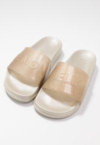 LEMON JELLY - SHEA - Sandales de bain - transparent gold/glitter - 7