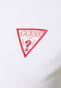 Guess - MINI TRIANGLE - T-shirts med print - true white - 5