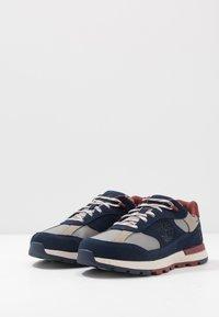 Timberland - FIELD TREKKER - Sneaker low - navy - 2