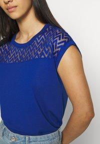 ONLY - ONLNEW NICOLE LIFE - T-shirts med print - mazarine blue - 5