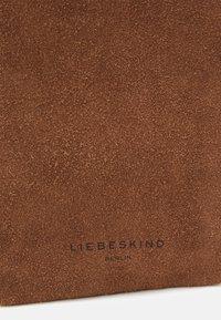 Liebeskind Berlin - ELLA POUCH - Phone case - sigaro - 3