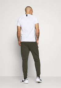 Nike Performance - PORTUGAL DRY PANT  - Träningsbyxor - sequoia/sport red - 2