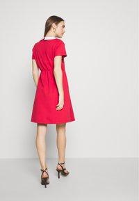 Pomkin - COLETTE - Žerzejové šaty - corail - 2