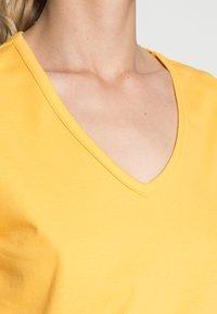 s.Oliver - Basic T-shirt - sunset yellow - 4