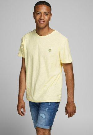 Basic T-shirt - flan