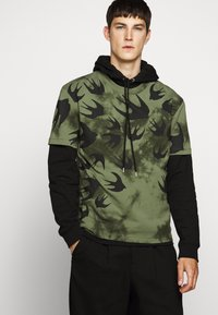 McQ Alexander McQueen - DROPPED SHOULDER - Print T-shirt - military khaki - 5