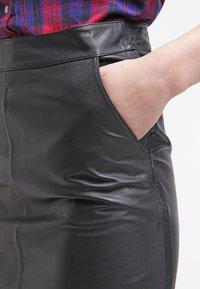 Gestuz - CHAR - Falda de cuero - black - 4