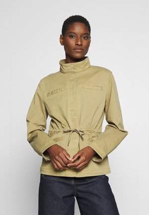 FIELD JACKET WELT POCKET DRAWSTRING - Summer jacket - bleached olive
