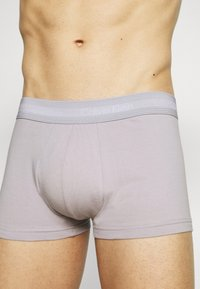 Calvin Klein Underwear - STRETCH LOW RISE TRUNK 3 PACK - Pants - blue - 4