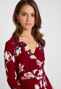 Lauren Ralph Lauren Petite - CARLYNA 3/4 SLEEVE DAY DRESS - Jerseyklänning - vibrant garnet/pink/multi - 4