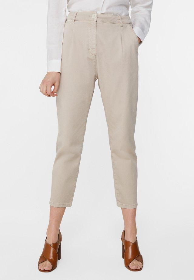 WE FASHION DAMENHOSE MIT HOHER TAILLE UND TAPERED LEG - Trousers - beige